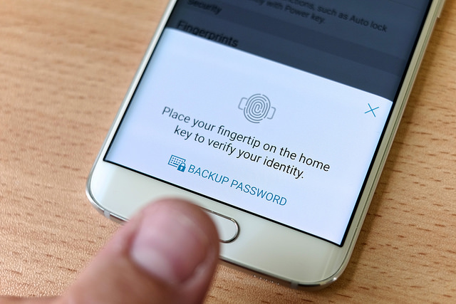A Samsung Galaxy S5 flaw allows hackers to clone your fingerprints