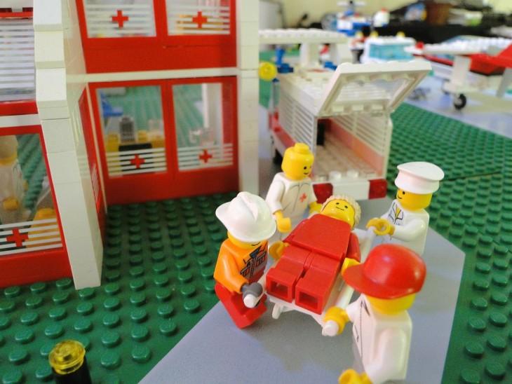 Patient LEGO en route pour l'hôpital ! (image : pixabay.com)